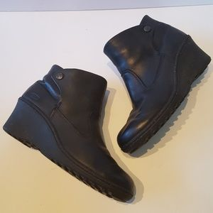 KEEN Akita Ankle Wedge Boots Black Leather 9